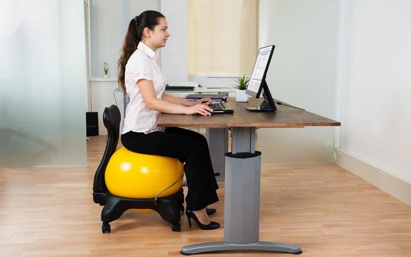 Comment améliorer sa posture au travail grâce au renforcement musculaire