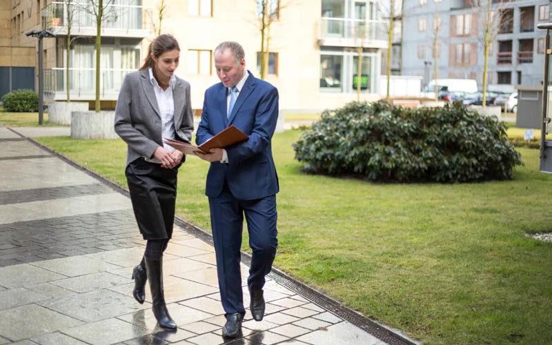 Le co-walking : la nouvelle façon de faire des réunions au travail
